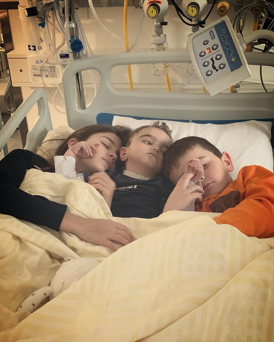 Du réconfort… de son frère et sa soeur !