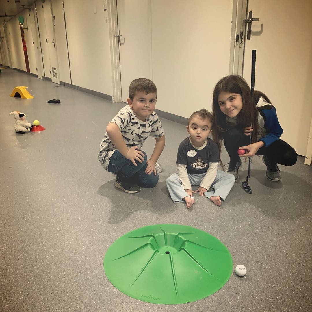Planète Enfants Malades Activité Sport dans les couloirs du CHUV // GOLF